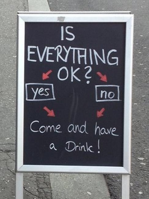 ¿Está todo bien? Sí o no, entra y pide una bebida