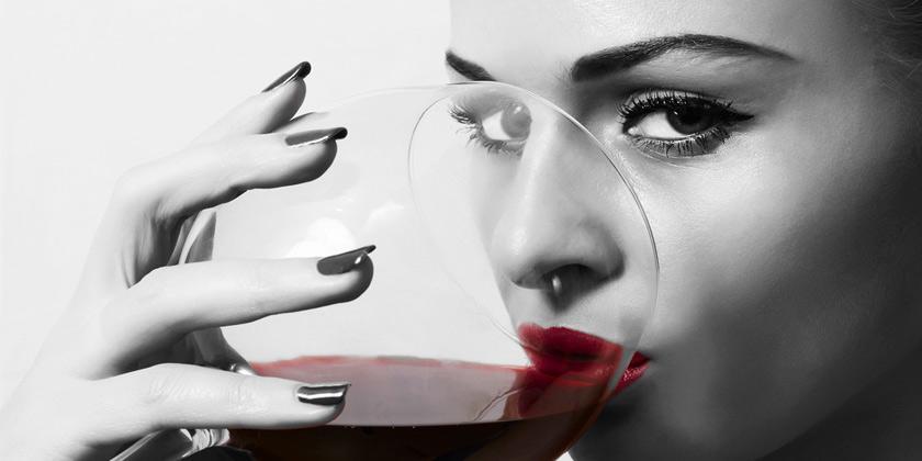 Operación bikini con tinto: dos copas de vino ayudan a adelgazar