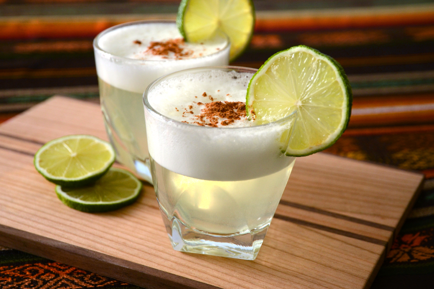Pisco sour, delicioso cóctel con jugo de limón entre Chile y Perú