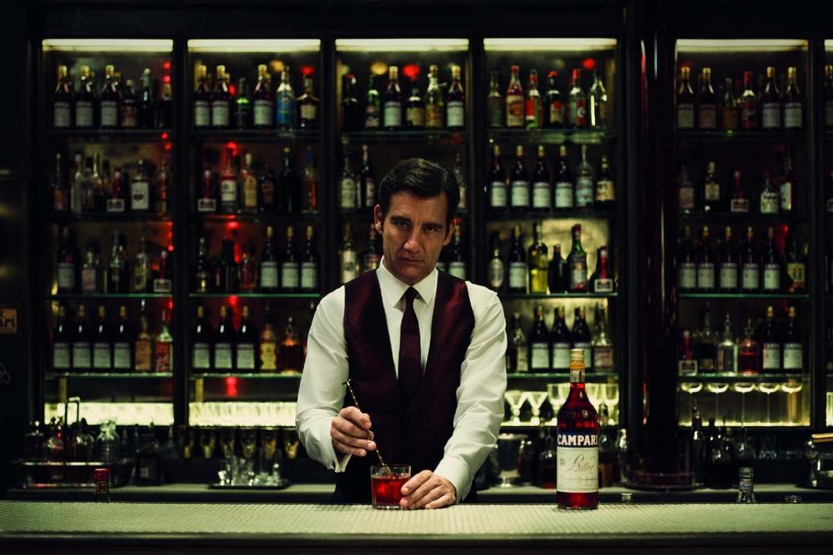"Clive Owen y Sorrentino presentan ""Killer in Red"" para el nuevo calendario Campari"