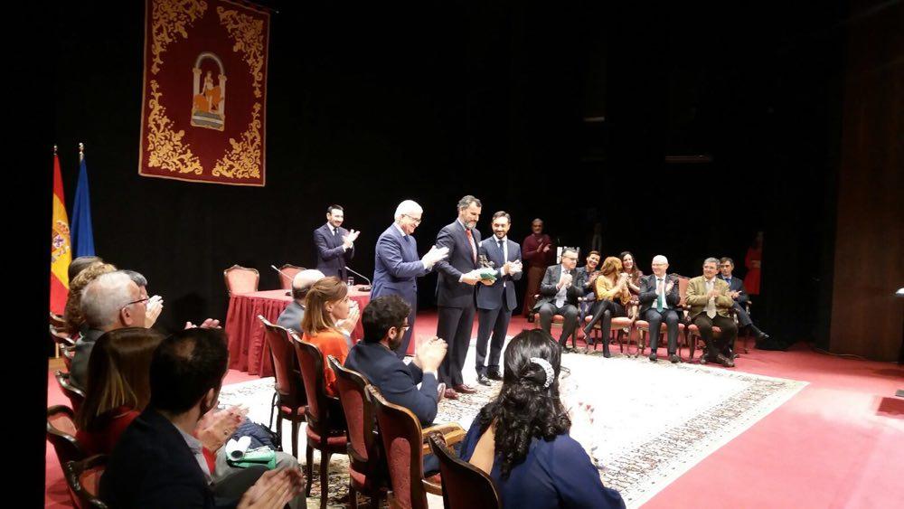 Grupo Luis Caballero recibe la Bandera de Andalucía Cádiz 2017 a la promoción de Cádiz en el exterior