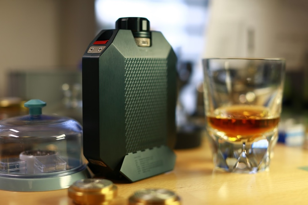 Macallan X URWERK Flask, una botella literalmente indestructible