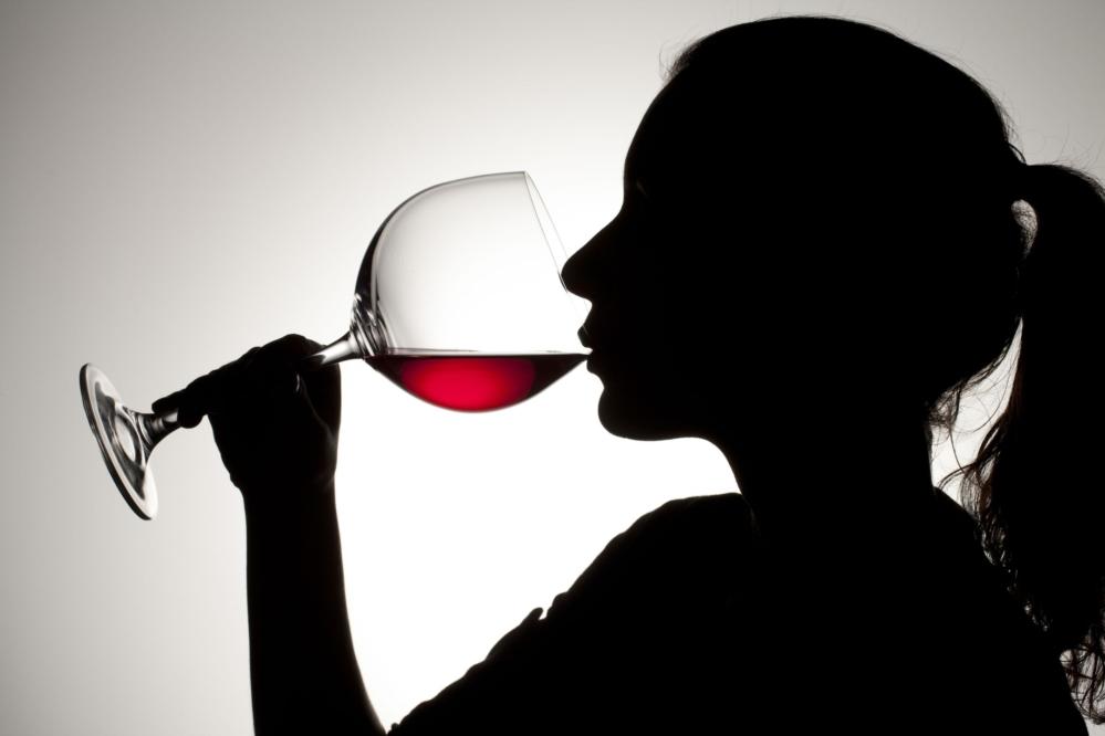 El consumo moderado de vino puede prevenir enfermedades cardiovasculares, según estudios en Cambridge