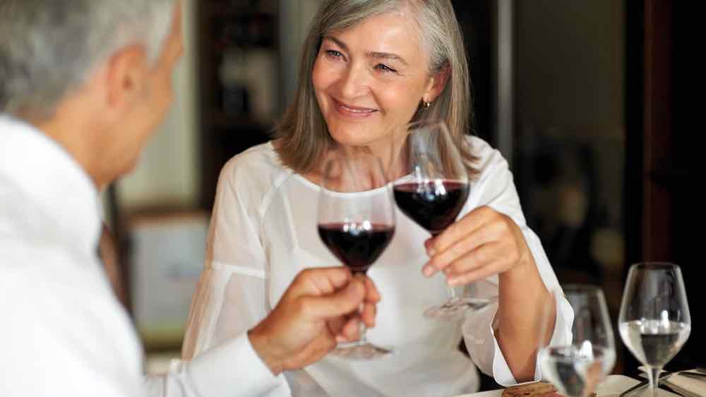 Los consumidores de vino son poco probables a desarrollar demencia, según un estudio médico