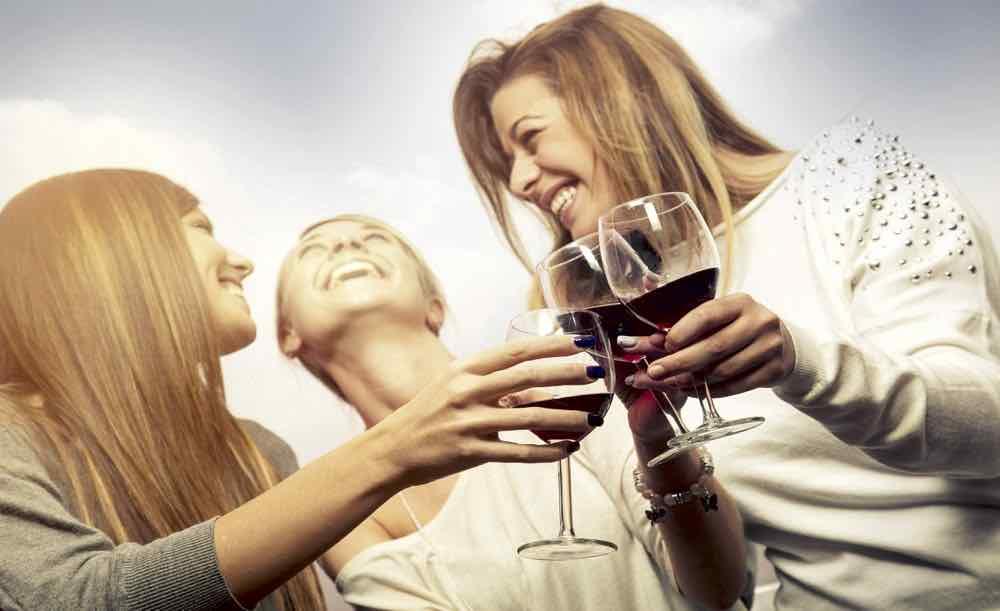 Beber vino de manera regular reduce el riesgo de padecer diabetes, según estudios