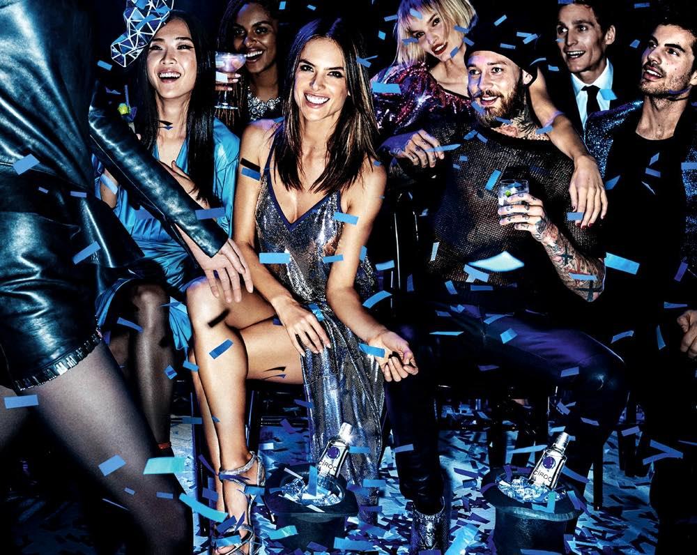 Alessandra Ambrosio y su vestido inspirado en el vodka CÎROC, por Julien Macdonald
