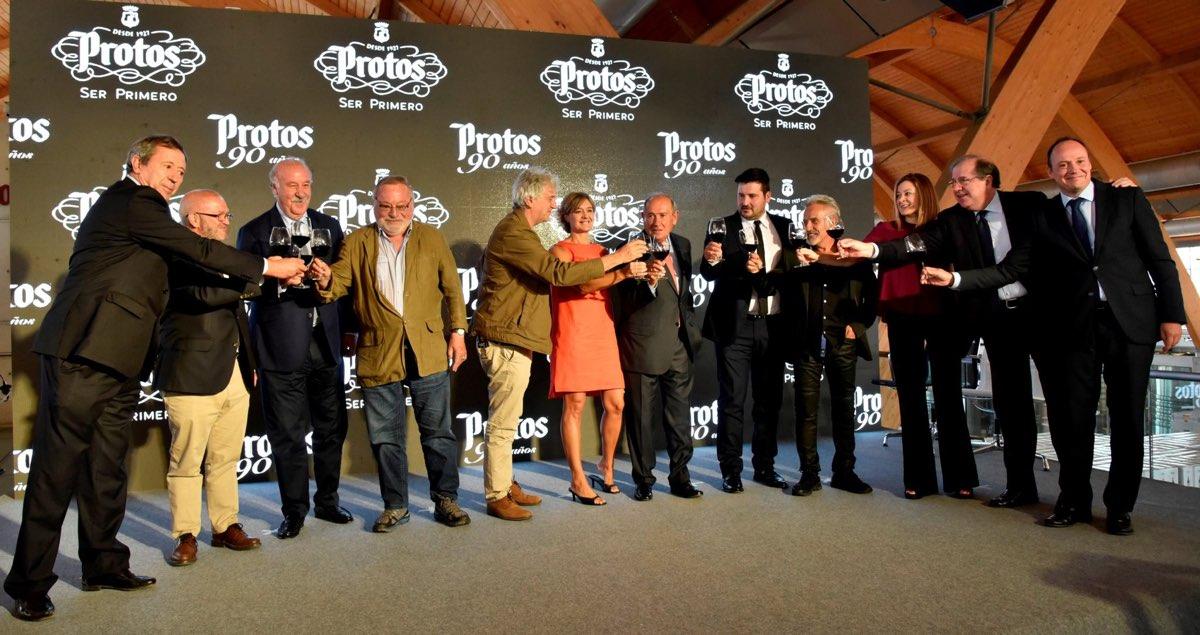 Bodegas Protos celebra su 90 aniversario rodeado de célebres figuras