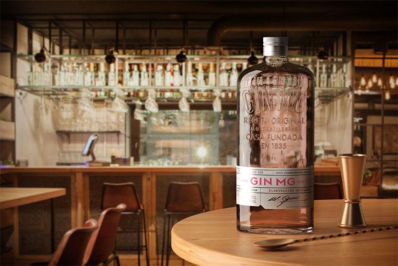 Destilerías MG vuelve a los origenes con la nueva botella de Gin MG