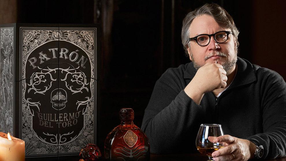 Guillermo del Toro crea una tétrica edición limitada de tequila Patrón