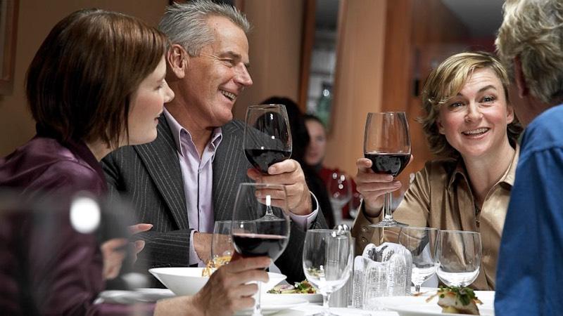 Un sorprendente estudio asegura que beber vino ayuda a hablar idiomas