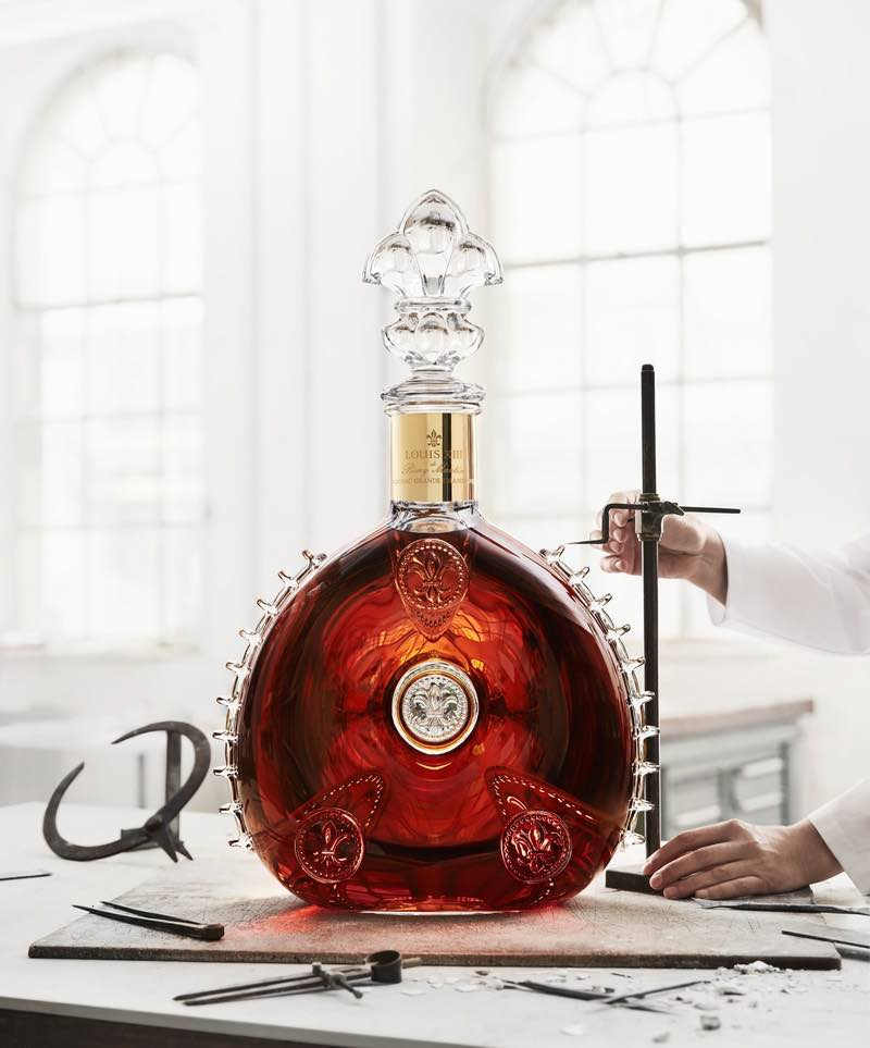 El Cognac Luis XIII presenta el decantador más grande del mundo por valor de 350.000 euros