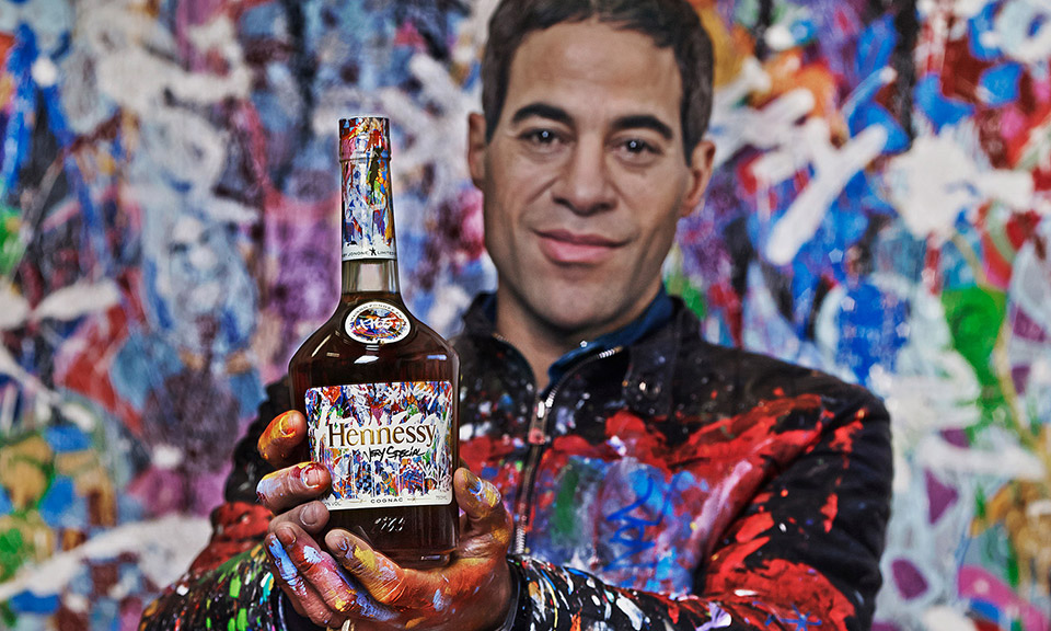 El grafitero JonOne diseña una botella para Hennessy VS
