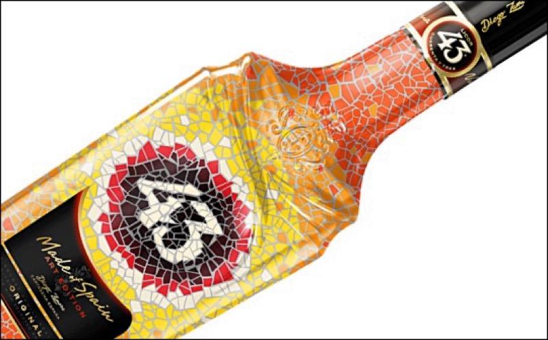 Licor 43 presenta diseño de botella de mosaico artístico por Antoni Gaudí