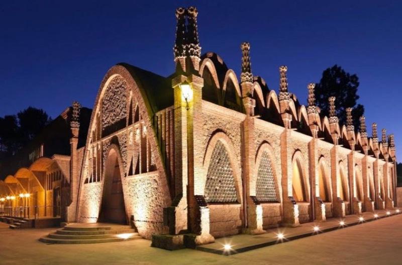 Codorníu conmemora el 150 aniversario del nacimiento de Puig i Cadafalch con la creación de una visita enoturística dedicada al arquitecto