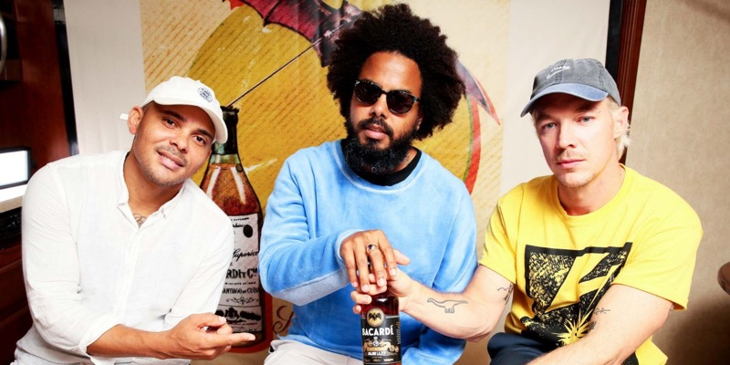 Jillonaire posa con su ron Major Lazer