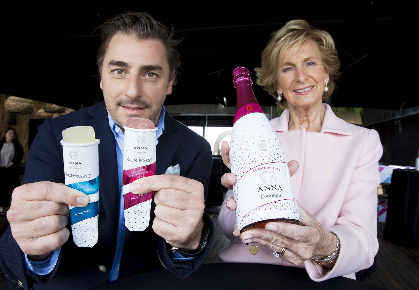 Codorníu presenta Anna Ice Edition Rosé, cava rosado para tomar con hielo, y un polo de cava: Anna Rocks