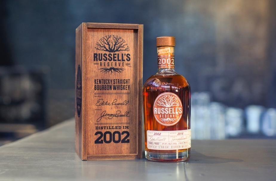 Wild Turkey lanza Russell's Reserve 2002, el primer Bourbon sin filtro frío a prueba de barril