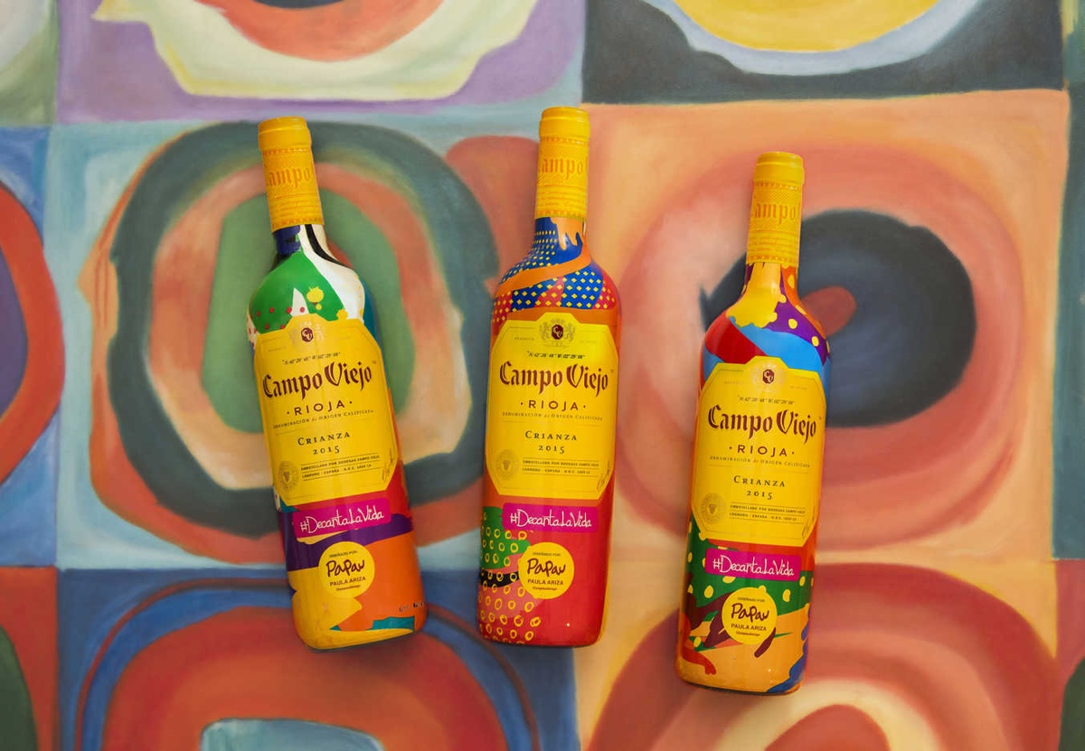'Campo Viejo' lanza una nueva edición limitada de Paula Ariza que une vino y arte