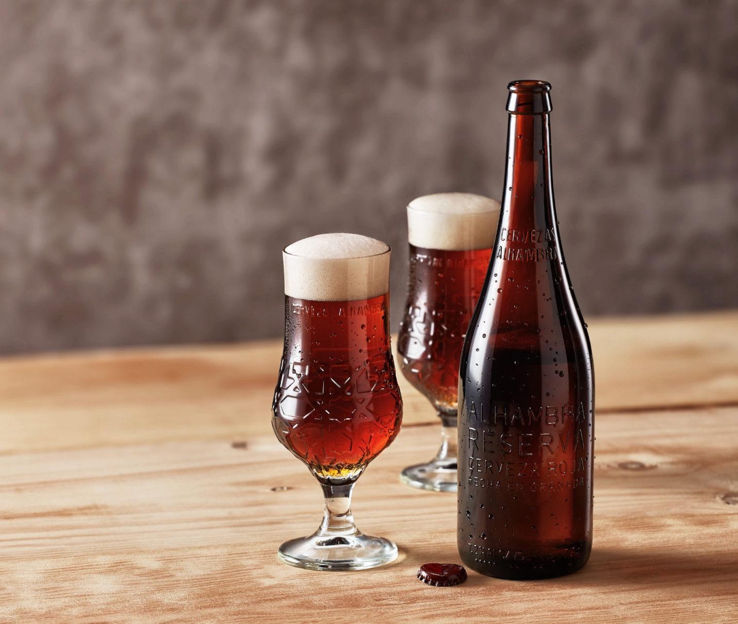 Cervezas Alhambra lanza 'Alhambra Reserva Roja', botella de 70cl para compartir