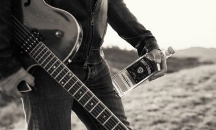 El compositor Neil Giraldo lanza su whiskey, Three Chord Blended Bourbon