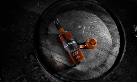 Metallica lanza el 'sónico' Blackened American Whiskey