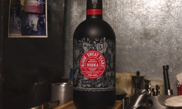 Wolf Spirit lanza su primer vodka, Blood x Sweat x Tears vodka