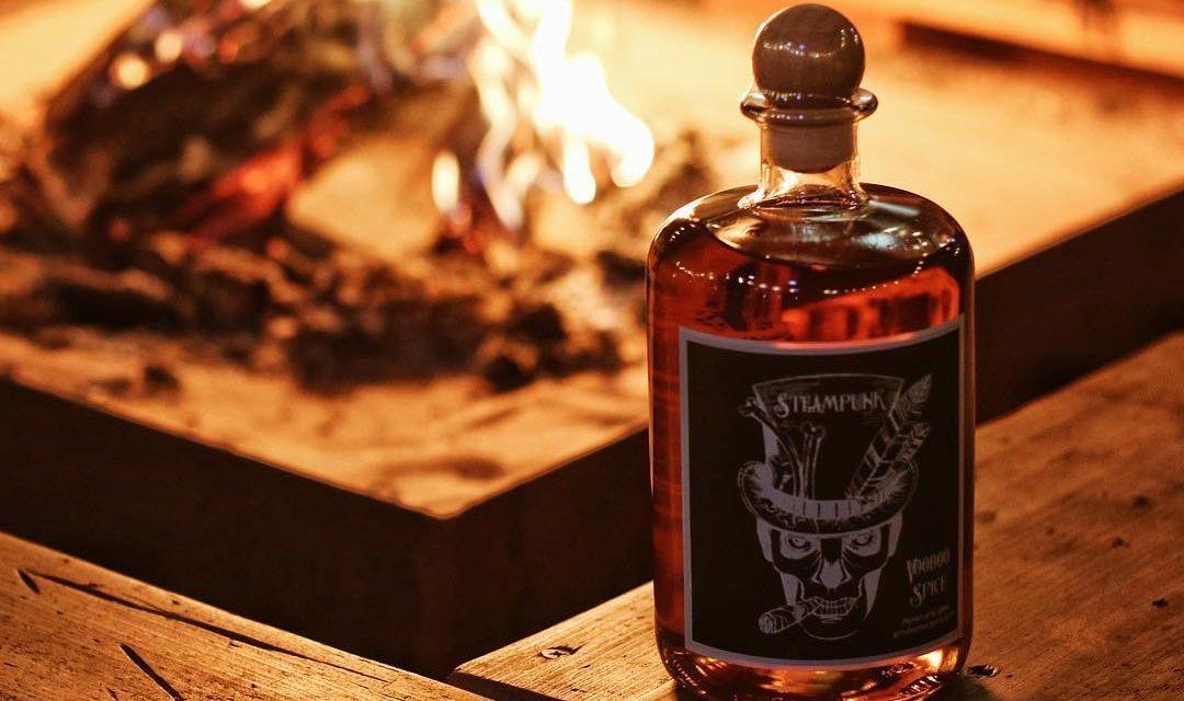Steampunk Spirits lanza su primer ron, Voodoo Spiced Rum