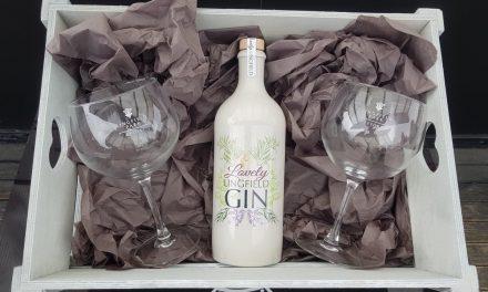The Gin Kitchen destila una ginebra con césped de hipódromo, Lovely Lingfield Gin