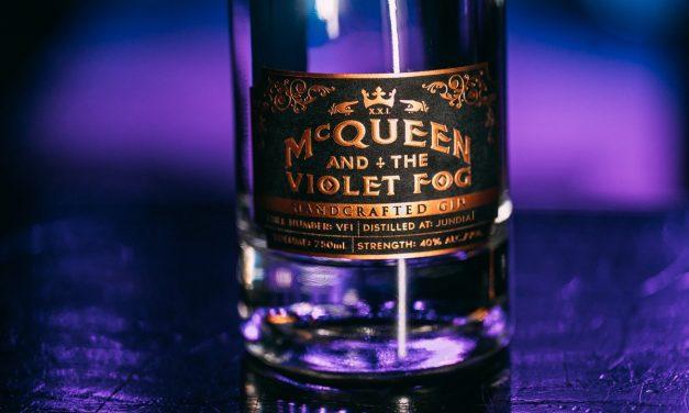 McQueen and the Violet Fog, con botánicos que 'no se encuentra en ninguna otra ginebra'