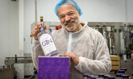 Graham Norton lanza la ginebra rosa irlandesa, Graham Norton's Own Pink Gin