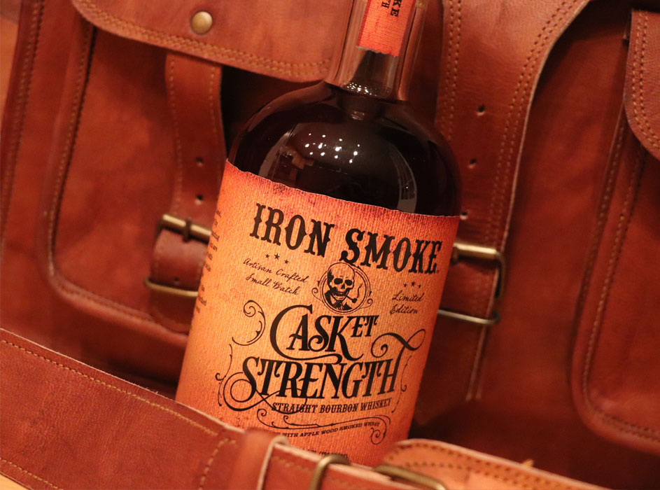 Iron Smoke Distillery presenta Casket Strength Straight Bourbon