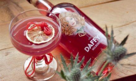 Daffy's estrena ginebra con sabor a moras, Daffy's Mulberry Gin