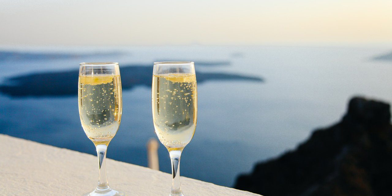 12 frases célebres y populares con champagne