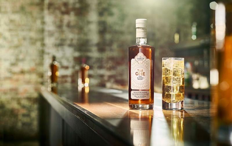 Lakes lanza The One Signature Blend, una nueva mezcla de whisky escocés e inglés