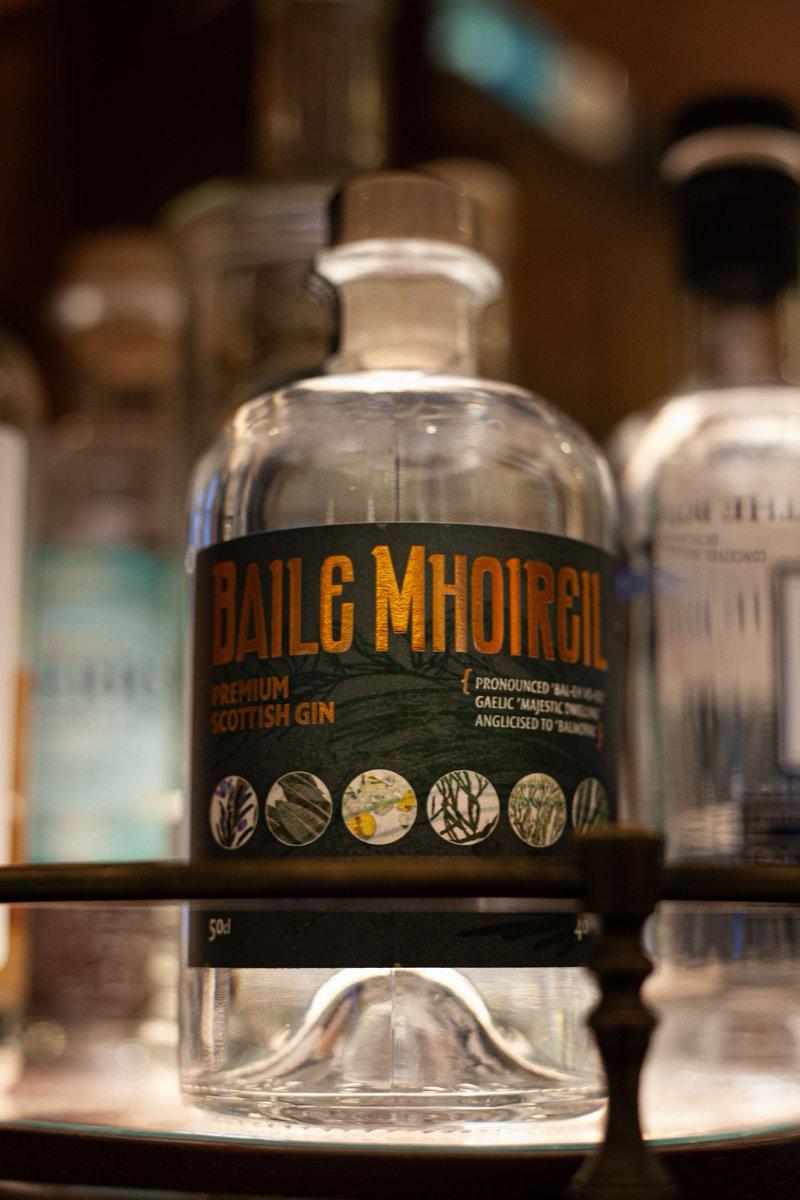 Edinburgh's Old Curiosity Distillery se ha asociado con el hotel local The Balmoral para crear una nueva ginebra escocesa, llamada Baile Mhoireil