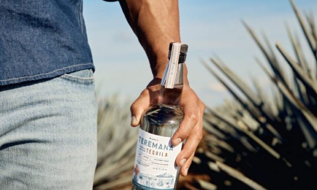 The Rock revela el diseño de la botella de Tequila Teremana