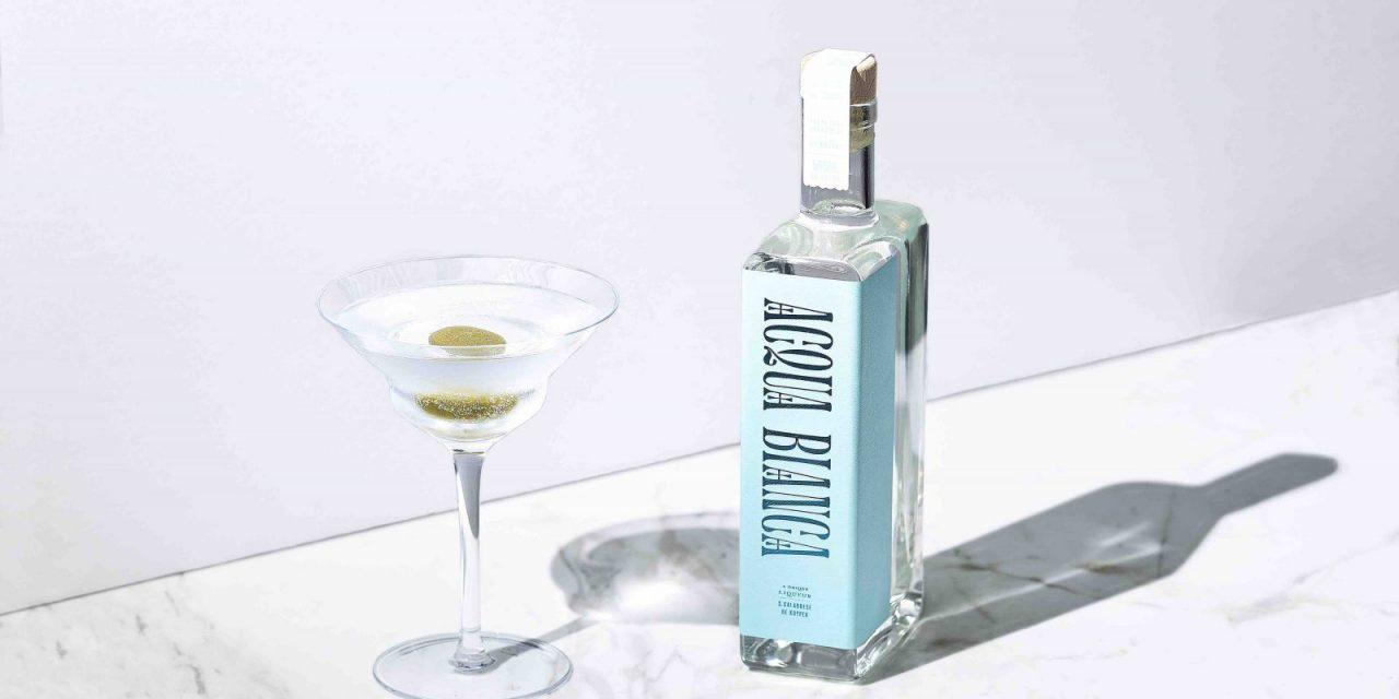 De Kuyper lanza el licor Acqua Bianca