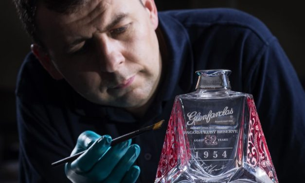 Glenfarclas lanza Glenfarclas Pagoda Ruby Reserve, scotch de 63 años a un precio de £53k