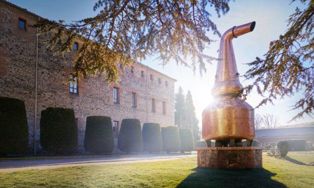 La destilería DYC de Segovia produce 20.000 litros de gel desinfectante para paliar el coronavirus