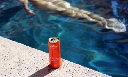 Shay Mitchell lanza Onda, RTD a base de tequila