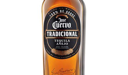 José Cuervo termina tequila en barriles de whisky irlandés en José Cuervo Tradicional Añejo
