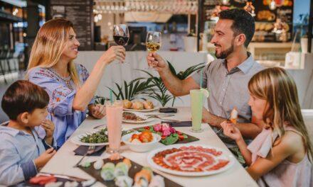 Nomad Gastro Market, el mercado gastronómico de Holidayworld Maspalomas, presenta sus vinos tinto y blanco