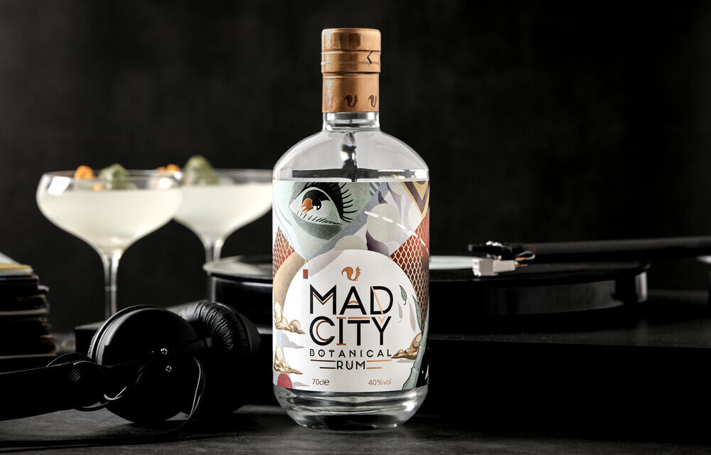 Foxhole Spirits crea ron botánico con Mad City Botanical Rum