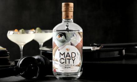 Foxhole Spirits crea ron botánico con Mad City Botanical Rum