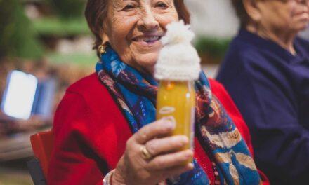 Innocent presenta su cadena solidaria 'el gran gorrito' para mejorar la calidad de vida de las personas mayores