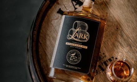 Lark Distilling lanza su primer whisky de malta mezclado, llamado Symphony No.1