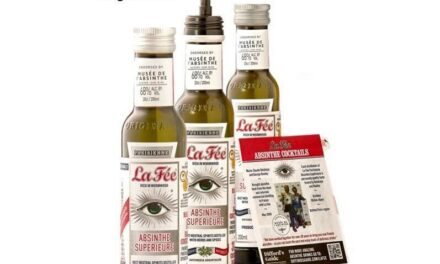 Le Fée Absinthe presenta botellas más pequeñas con un libro de cócteles de bolsillo