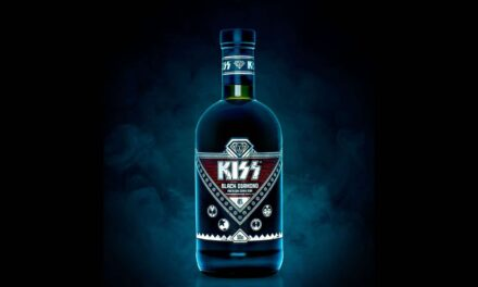 Kiss debuta con el ron Black Diamond