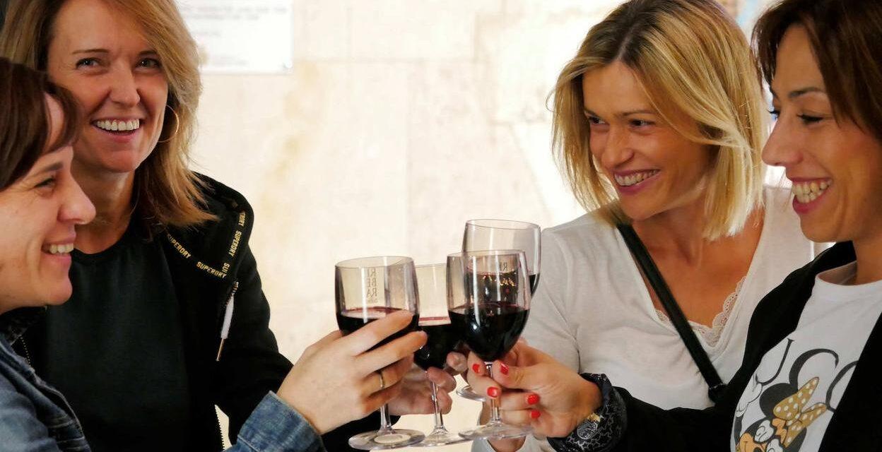 """Ribera del Duero y sus bodegas regalarán un año de brindis con la campaña """"Bebe, Brinda y Ríe"""""""