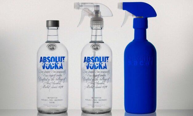 Absolut y Sacai colaboran en un juego de botellas de edición limitada